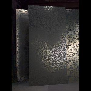 Papier peint aux finitions métalliques