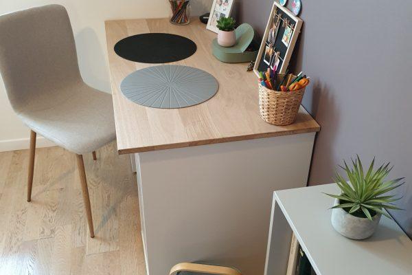 Bureaud'une chambre d'adolescente à l'esprit cocooning, scandinave et industriel