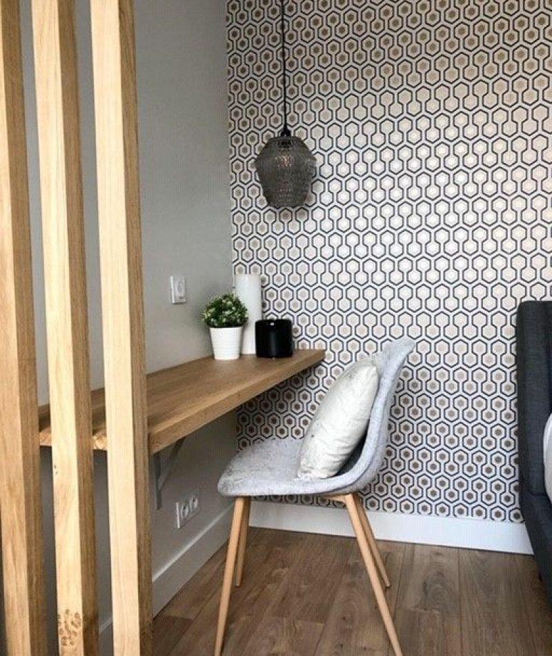 création d'un espace bureau à la maison avec claustra et papier peint